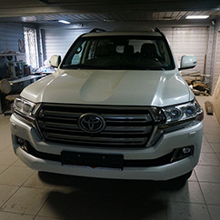 Установка фаркопа Toyota Land Cruiser 200